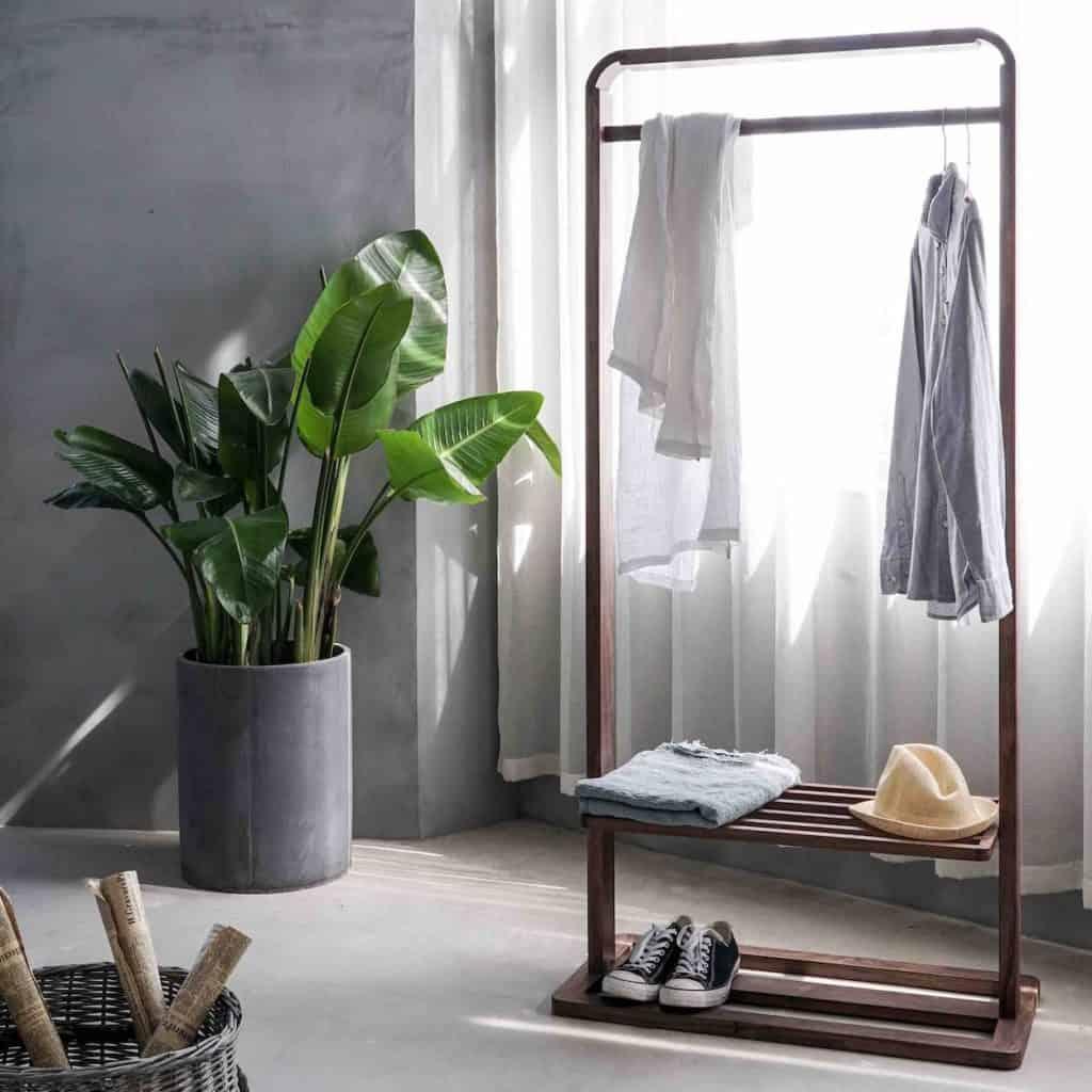 Minimalist Wardrobe Guide Featured Image